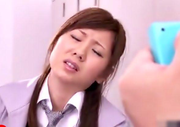『麻美ゆま(^^♪』むっちりスーツ姿がエロエロなOLおねーさんがおバカ上司にリモバイplayで調教されちまうwwwwwww
