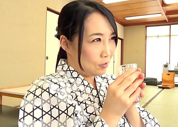 酔っちゃった♡『桐島美奈子 (^^♪』お酒が入ったばばあのエロフェロモンが寝取られセクロスを誘発しちまったwwww