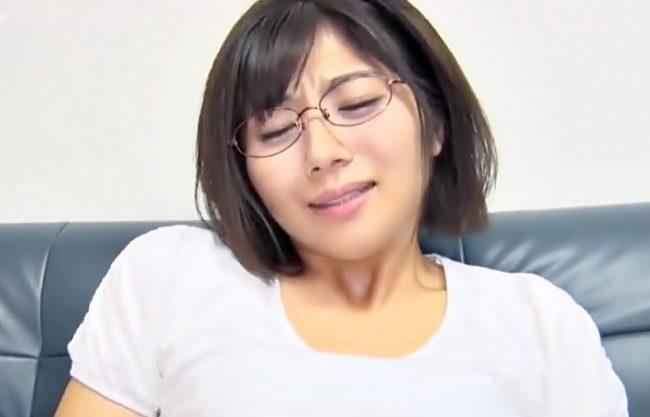 メガネ腐女子…麻〇ゆま激似じゃねえか(^^♪ジミ~~な小娘がドМに調教されちまう最高動画wwww