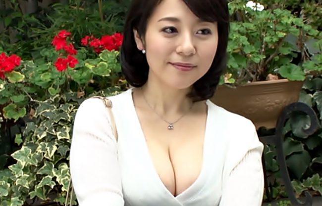 むちむち~四十路おっぱいってサイコウ♡『牧村彩香(^^♪』豊満Bodyなドスケベママちゃんが中出しデビューしちまったwwww