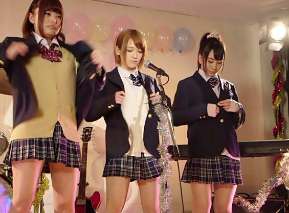 チ〇コ共…来たれケンオン部『椎名そら(^^♪』楽器&歌声ご披露と思いきや…ステージ上で生セクロスってマジwwww