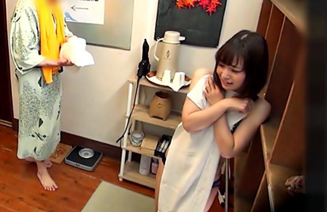らめぇぇ~~~♡『JD限定(^^♪』嫌って言いながら大枚に目がくらんだお姉さんが男湯でご奉仕エチだぜwwwww