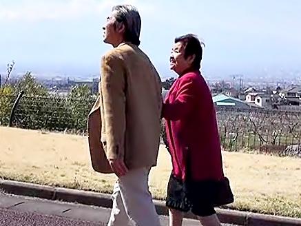 美しき夫婦愛♡フルムーン中出し旅行(^^♪還暦なんてとっくに通り越した熟年カップルがイチャラブしちゃうぜwwwww