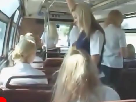 スクールバス…金髪ロリ娘だらけ(^^♪間違えて乗ったら全員パツキンJK♡こいつらが逆痴漢してくるって最高だぜwwwwww