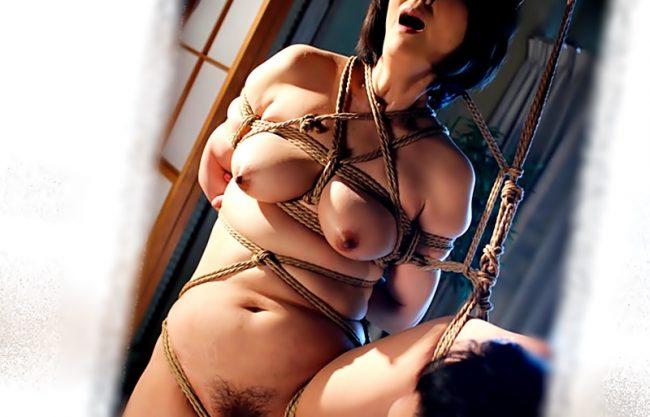 『円城ひとみ(^^♪』縄地獄!!垂れ乳おばさんイケメン君の緊縛責めに完熟マ○コをキュンキュン覚醒させちまったwwwww