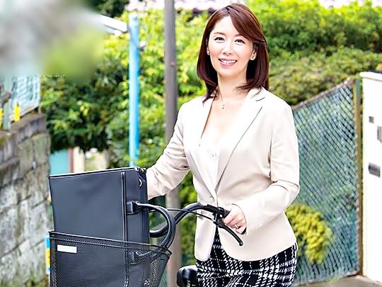 『翔田千里(^^♪』おばさん生保レディにはご注意を!!大人のエロフェロモンで契約者続出させちまうって。・・マジwwwww