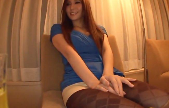 『椎名ゆな(^^♪』このお姉さん♡超キレイ~~~!美脚RQとホテルの一室でオフパコ撮影会の始まり始まり~www