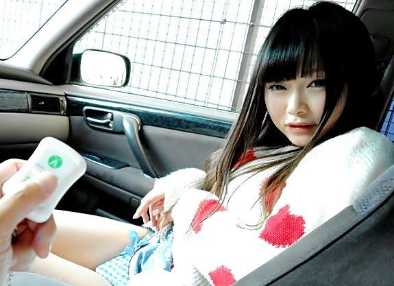 ブーーーーン!リモバイが唸りを上げる『咲田ありな(^^♪』黒髪のかわぇ娘を車中で野外で君の性奴隷に調教しようぜwwww