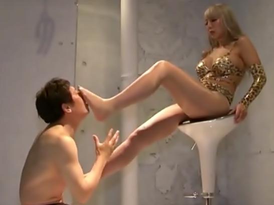 フフフ♡湿った足裏も指もベロベロ舐めるのょ(^^♪『霜月るな(^^♪』鬼S女ギャルがM君を悶絶させちまう大暴走wwwww