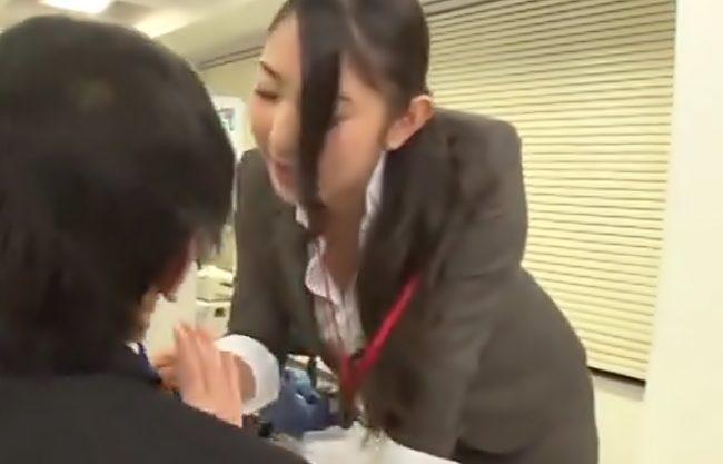 偉そうな暴力女課長?上司に逆襲したったぜ(^^♪停電?したオフィスでパンスト引き裂いて強姦しちまう衝撃動画wwwww