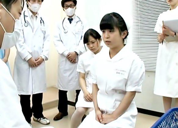 マジ・・・白衣の天使に悪戯だって…(^^♪おバカな医大生が童顔お姉さんの大切なマ〇コを外ビラ内ビラまでいぢっちゃうぜwwww