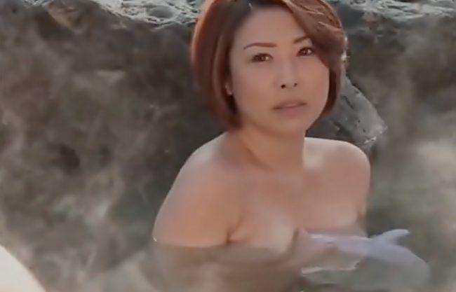 〚ヘンリー塚本\NTRドラマ♬〛はあん凄い肉棒・・・ほしい!混浴で発見した巨根を欲しがりママの性欲って驚愕WWWWWWWWWW