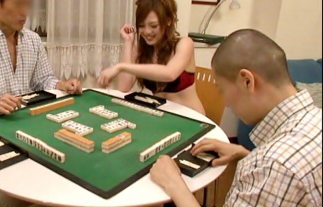 へへへ。勝利したらエチだぜ♬賭け事で想定通りに敗北したGALがビッチマ〇コで精算しちまうエロ動画~~WWWWWWWWWWWWW
